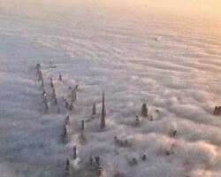 Miasto skąpane w morzu chmur...